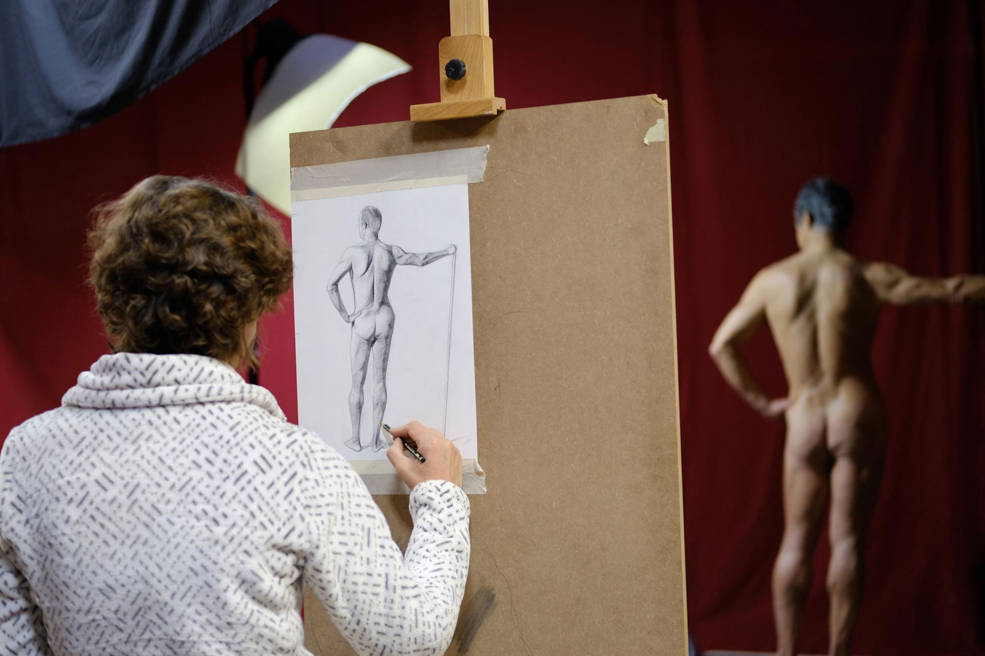 academy aktkurs zeichnung 02 - Drawing From Life or a Photo: Which Is Better?