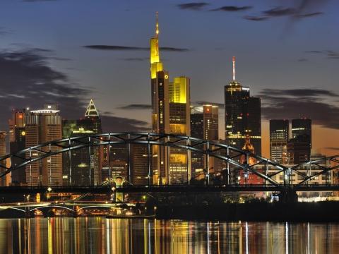 Skyline Nacht mit Main front large - Kennst Du schon Frankfurt am Main ?
